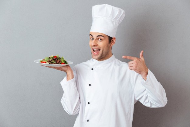 portret-szczesliwy-meski-szef-kuchni-ubieral-w-mundurze_